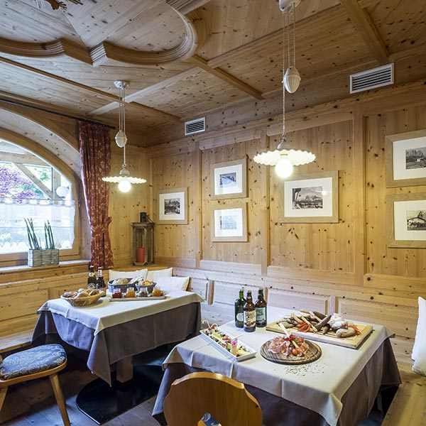 Saal Hotel Holzeinrichtung