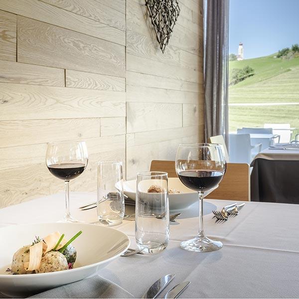 Weingläser Restaurant Panorama Seiser Alm