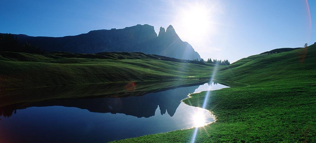 panorama alpe di siusi, fiume, massiccio sciliar