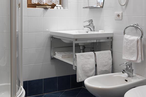 bagno camera senza balcone hotel villamadonna