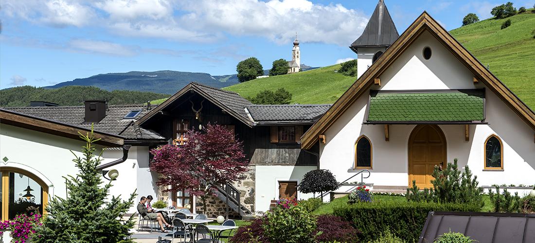 corte interna hotel villamadonna vista panoramica Alpe Siusi