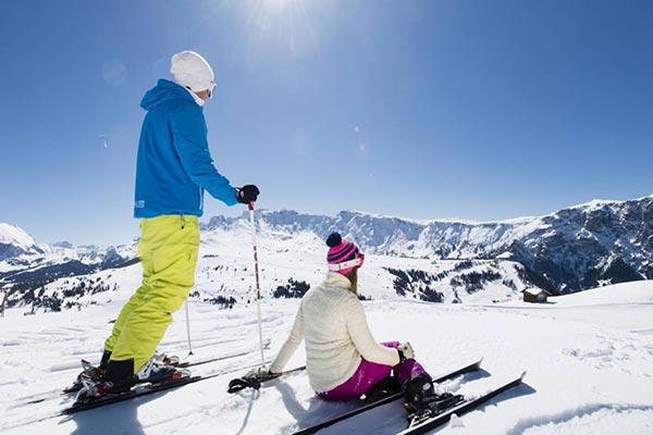 2 sciatori all'alpe di siusi