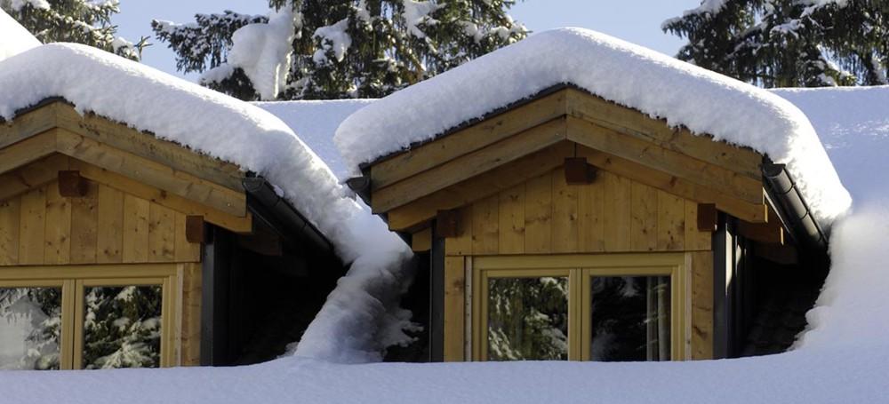 Abbaini dell'hotel Villa Madonna coperti dalla neve